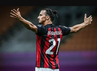 Ibrahimovic ký hợp đồng gia hạn với AC Milan