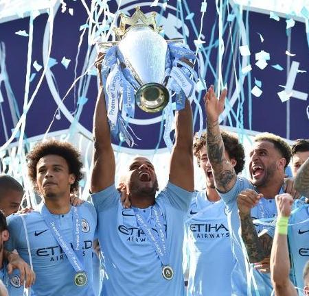 Man City cận kề ngôi vương Premier League