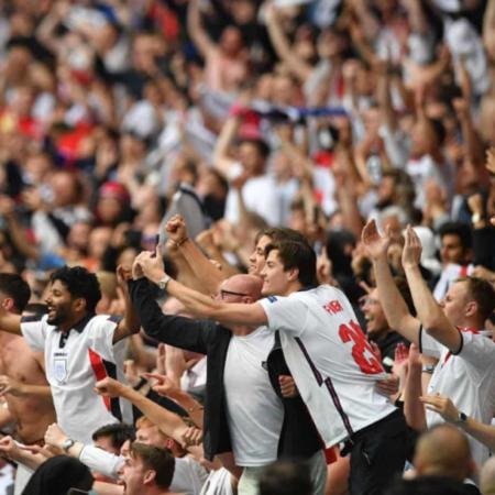 Người hâm mộ tuyển Anh yêu cầu UEFA cho đá lại trận chung kết Euro 2020