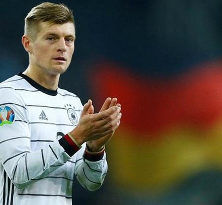 Toni Kroos bị chỉ trích sau tuyên bố rời đội tuyển Quốc gia