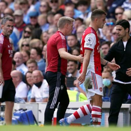 Arsenal đứng cuối bảng xếp hạng Premier League sau trận thua Man City