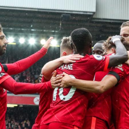 """Liverpool """"nhàn nhã"""" thắng Burnley 2-0"""