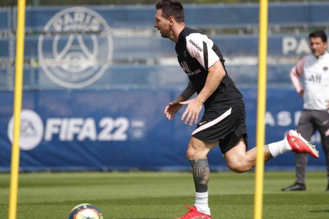 Messi có buổi tập đầu tiên tại PSG
