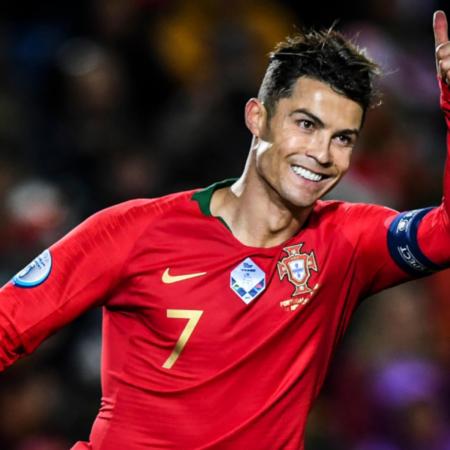 Ronaldo trở thành cầu thủ ghi bàn nhiều nhất thế giới