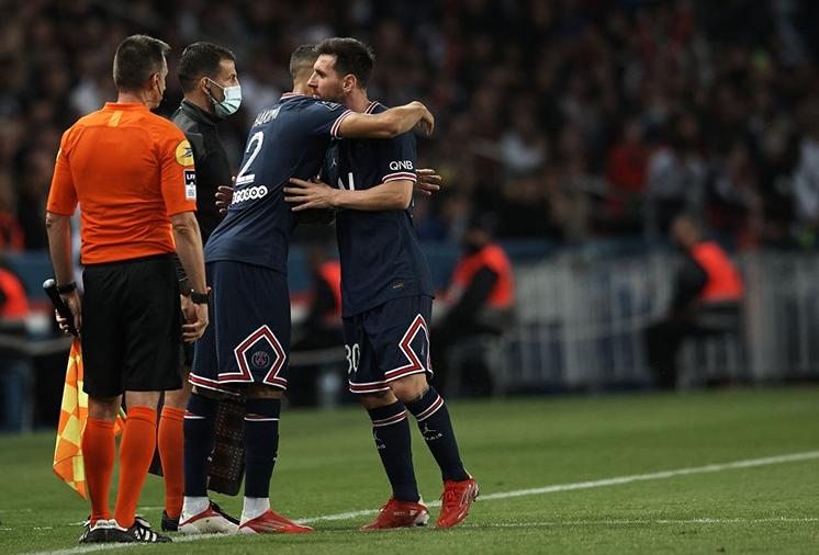 Messi dính chấn thương trong trận đấu giữa PSG với Lyon