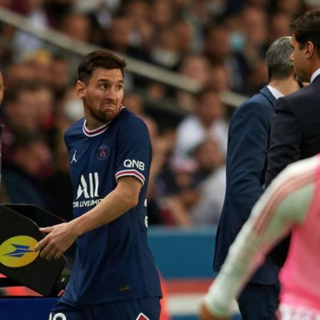 Messi tỏ ra không vui khi bị thay ra trong trận đấu