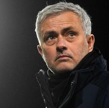 Mourinho có được chiến thắng trong trận đấu dẫn dắt thứ 1000