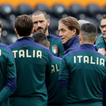 Roberto Mancini kéo dài chuỗi trận thắng với Italia
